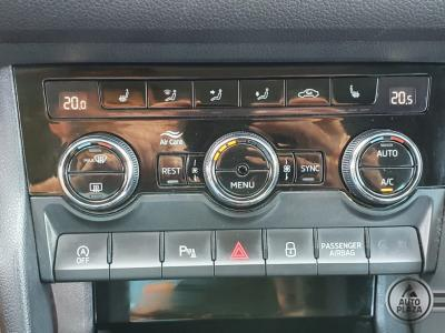 http://www.autoplaza.sk/images/stories/expautos/images/big/13_1628771749.jpeg